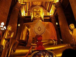 Wat Phanan Choeng Ayutthaya Thailand