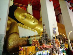 Wat Phra Non Chakkrasi Worawihan Singburi Thailand